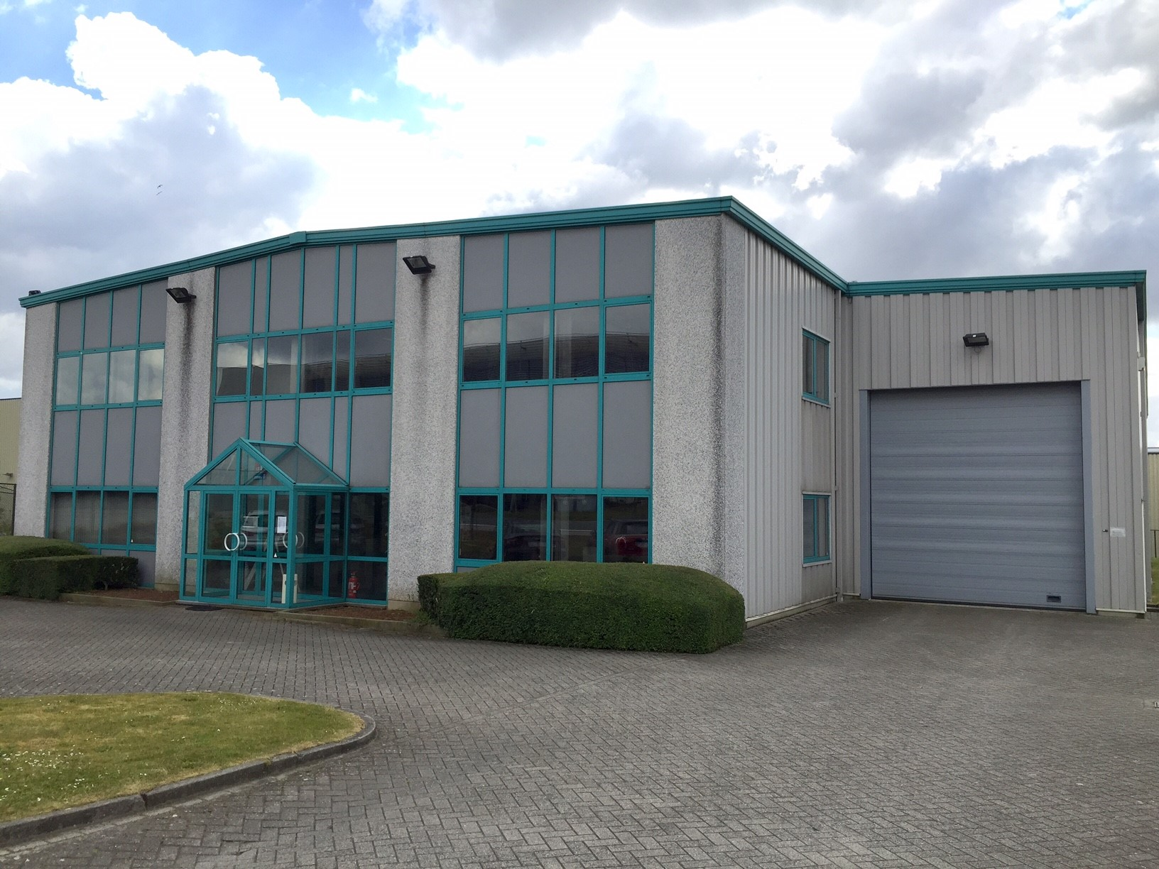 Warehouse with offices rented in Tubize